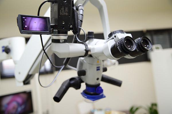 CTとマイクロスコープを導入し、安全で精密な治療を行っています