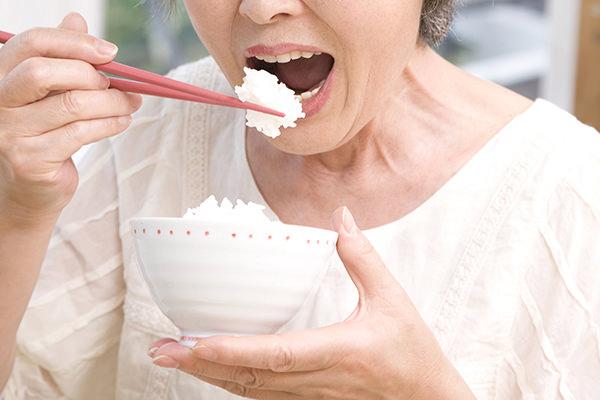 しっかり噛めるため、食べ物をおいしく味わえます